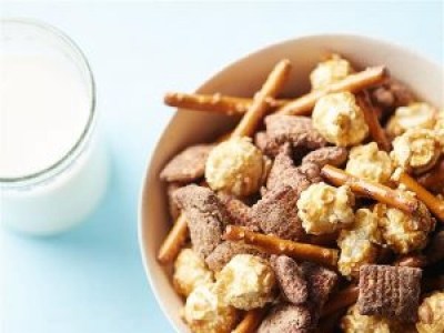 Chocolate Peanut Butter Snack Mix