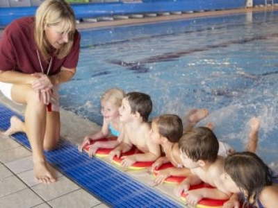 Kiddie Swimming Lessons: Getting Past Your Child's Fears and What to Look for in Swim Lessons